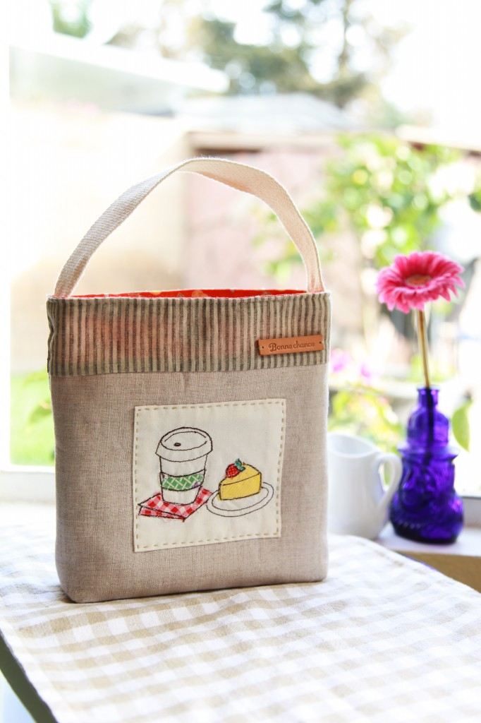 DIY snack pouch with a cute food applique (via www.minkikim.com)