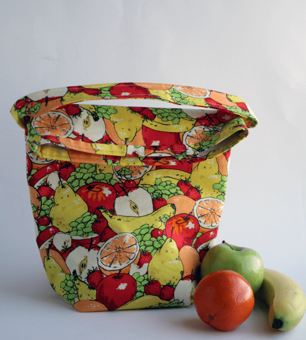 DIY colorful lunch bag insulated with vinyl (via www.handmadeintheheartland.com)