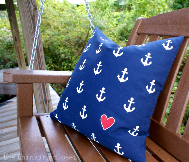 DIY nautical anchor pillow with a heart (via www.thinkingcloset.com)