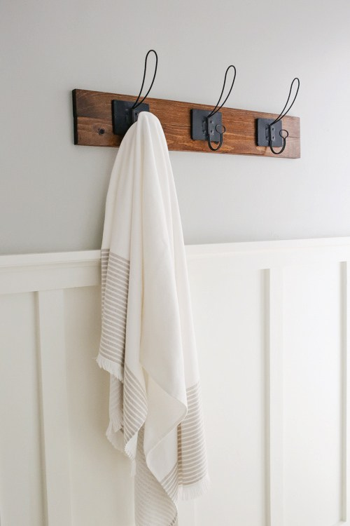 DIY rustic vintage towel rack (via angelamariemade.com)