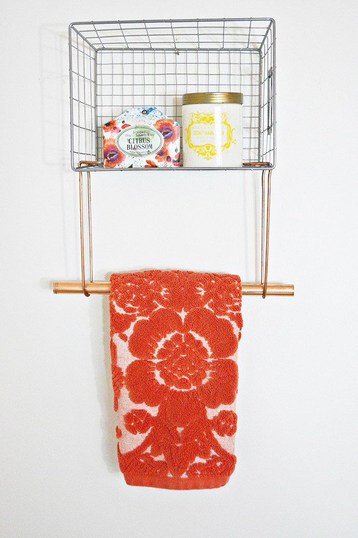 DIY wire basket towel rack (via www.ajoyfulriot.com)