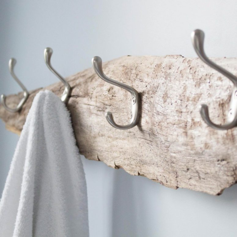 DIY driftwood towel rack for a coastal feel (via sustainmycrafthabit.com)