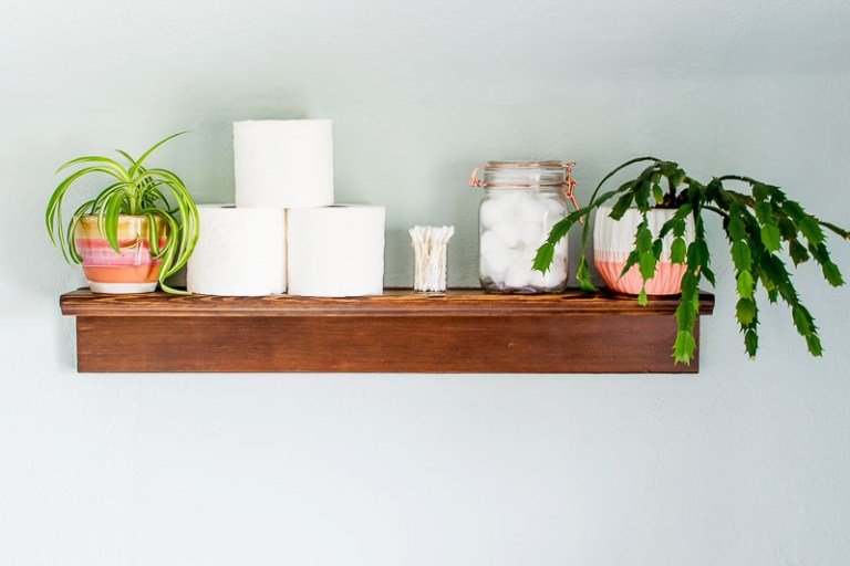 DIY bathroom shelf of ledges (via diyinpdx.com)
