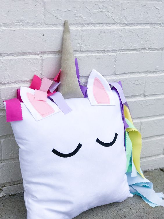 such a colorful and fun unicoorn pillow can be easily DIYed