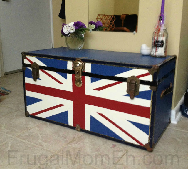 DIY Union Jack trunk for a glam touch (via www.frugalmomeh.com)