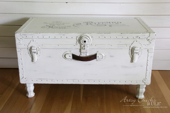 DIY vintage whitewashed trunk turned into a coffee table (via www.artsychicksrule.com)