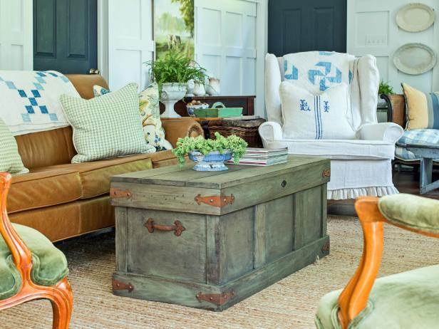 How to build a trunk coffee table yourself (via www.hgtv.com)
