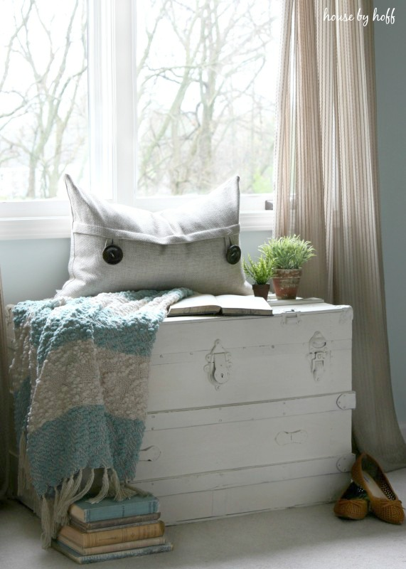 DIY whitewashed shabby chic trunk for storage (via www.housebyhoff.com)