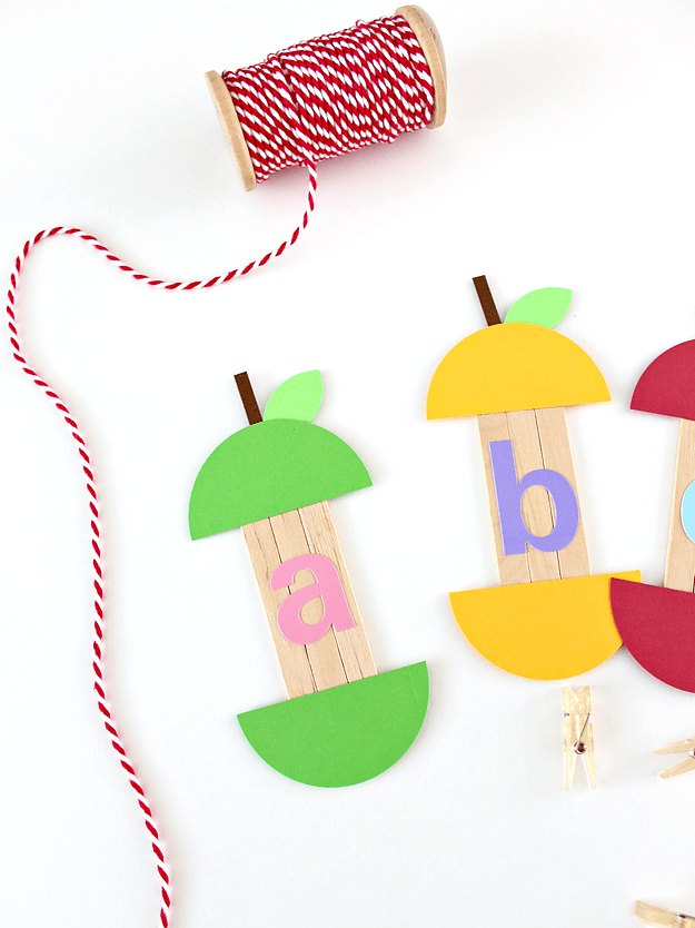 DIY popsicle sticks apples with ABC (via www.whitehousecrafts.net)