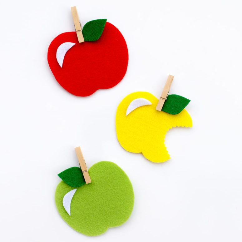 DIY colorful felt apples to use as magnets or gifts (via www.firefliesandmudpies.com)