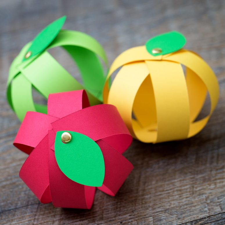 DIY colorful paper strip apples for kids' games (via www.firefliesandmudpies.com)