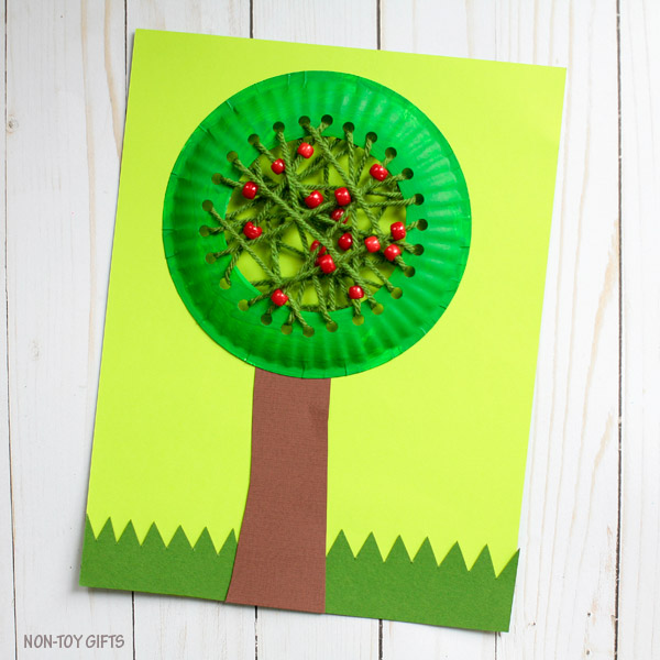 DIY paper plate apple tree decoration with bright beads (via nontoygifts.com)