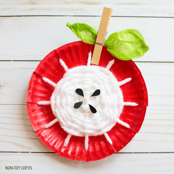 DIY paper plate and yarn weaving apple decoration (via nontoygifts.com)