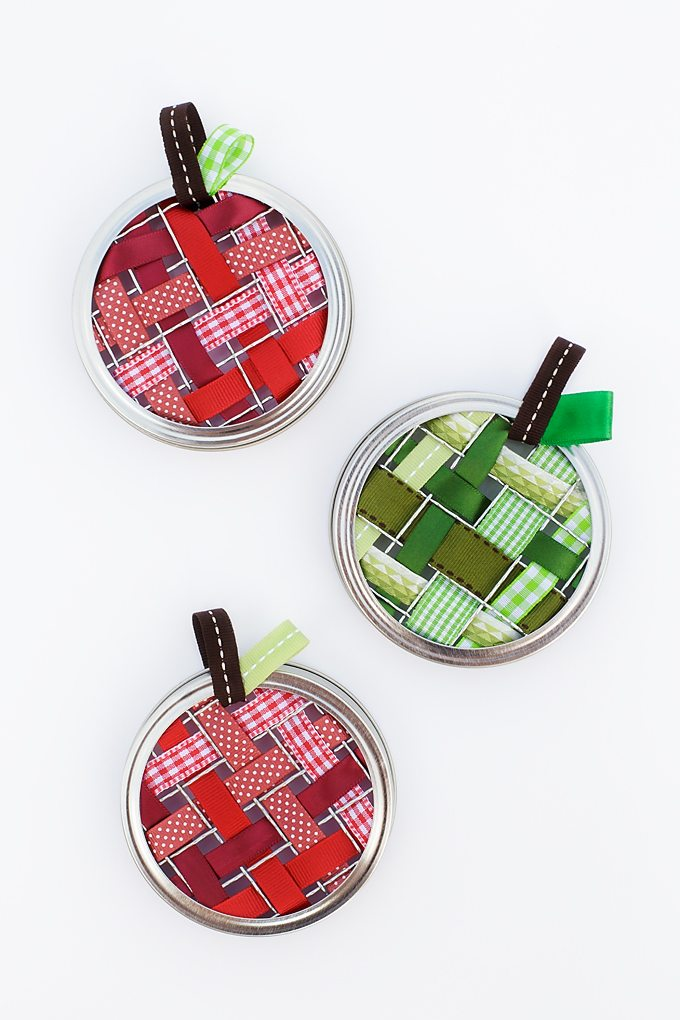 DIY scrap ribbon apple-shaped suncatchers (via www.firefliesandmudpies.com)