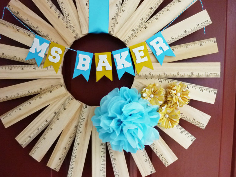 DIY back to school wreath of rulers with a banner (via blog.consumercrafts.com)