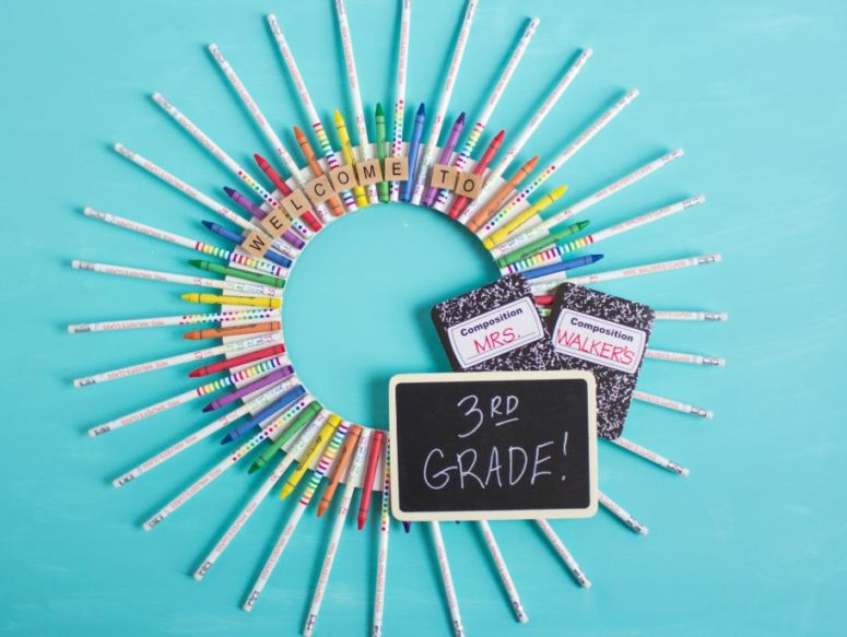 DIY back to school crayon and pencil wreath (via www.fun365.orientaltrading.com)