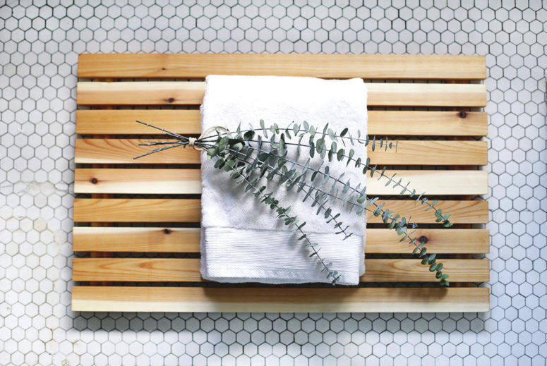 DIY cedar wood bathroom mat for a spa feel (via themerrythought.com)