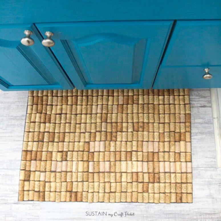 DIY simple wine cork bathroom mat (via sustainmycrafthabit.com)