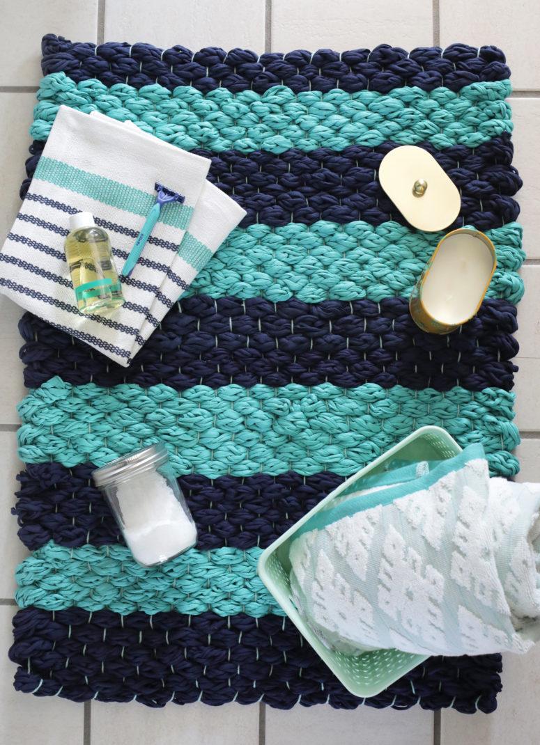 DIY chunky woven bathroom mat (via abeautifulmess.com)