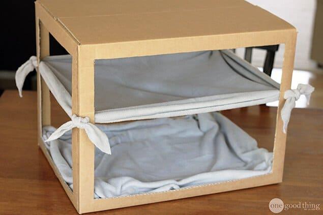 Ideas de hamacas para gatos hecho en casa - Caja de bricolaje con una hamaca colgante