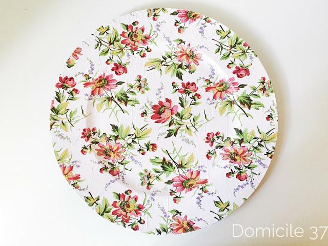 DIY decoupage floral chargers (via www.domicile37.com)