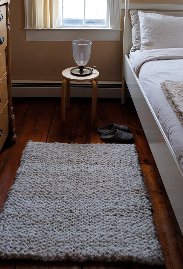 DIY big stitch knit rug of alpaca yarn (via www.purlsoho.com)