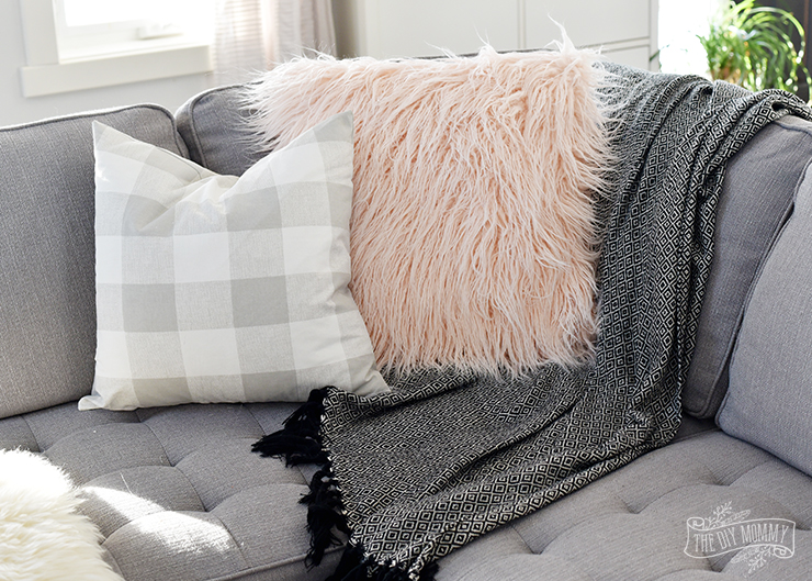 DIY blush fuzzy fur pillowcase (via thediymommy.com)