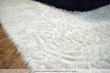 DIY creamy faux fur rug toglam up the space