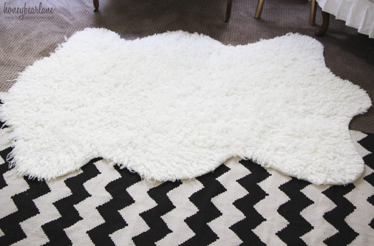 DIY faux fur sheepskin rug (via www.honeybearlane.com)