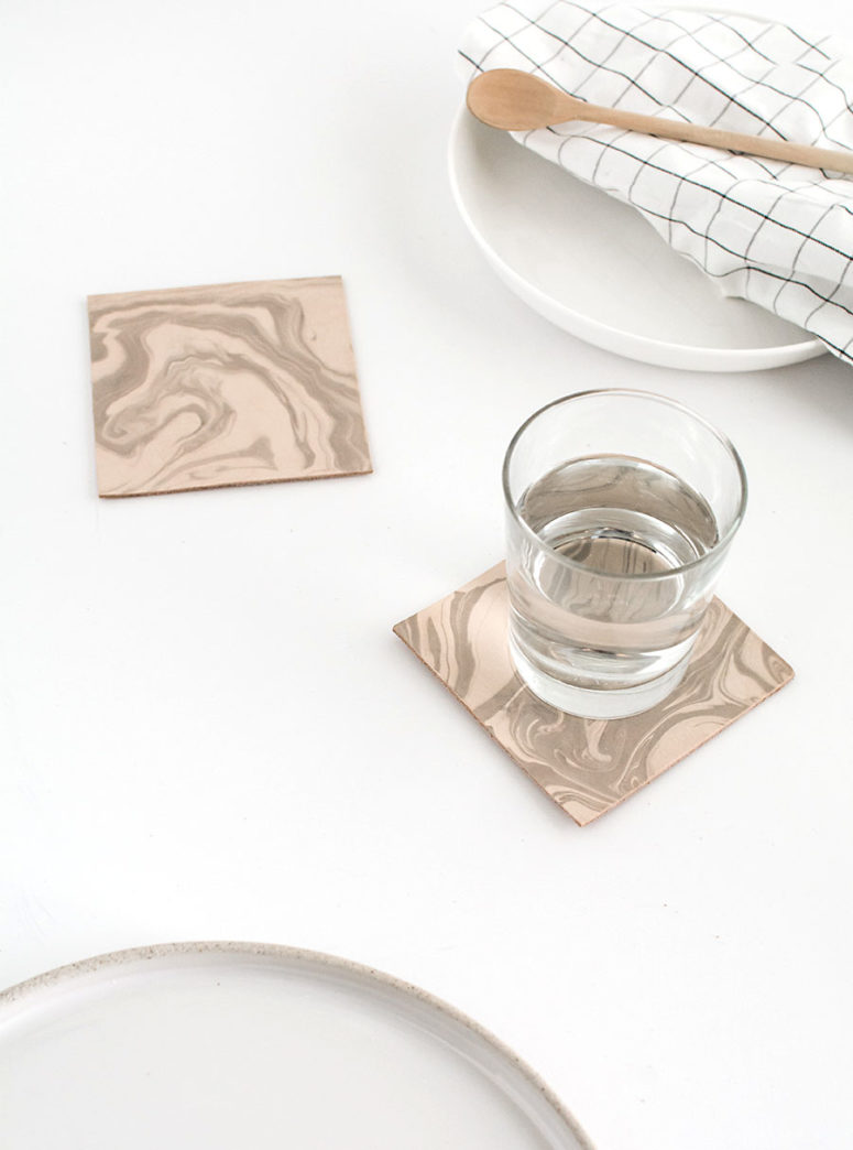 DIY neutral marble leather coasters (via www.homeyohmy.com)