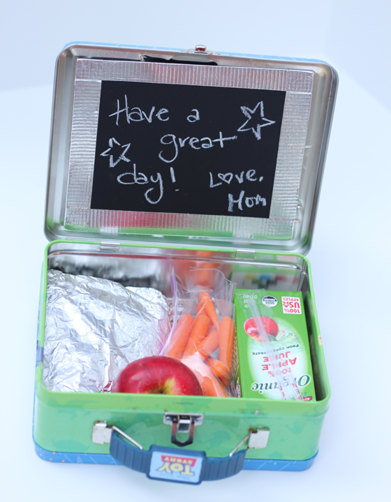 DIY metal lunch box with a chalkboard piece (via www.classic-play.com)