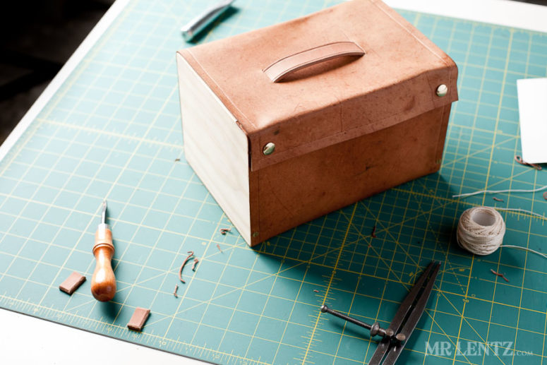 DIY wood and leather lunch box for adults (via www.mrlentz.com)