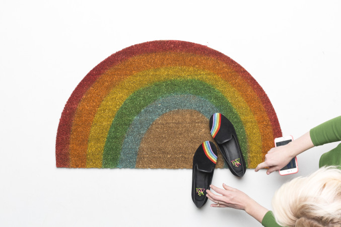 DIY bright rainbow rug