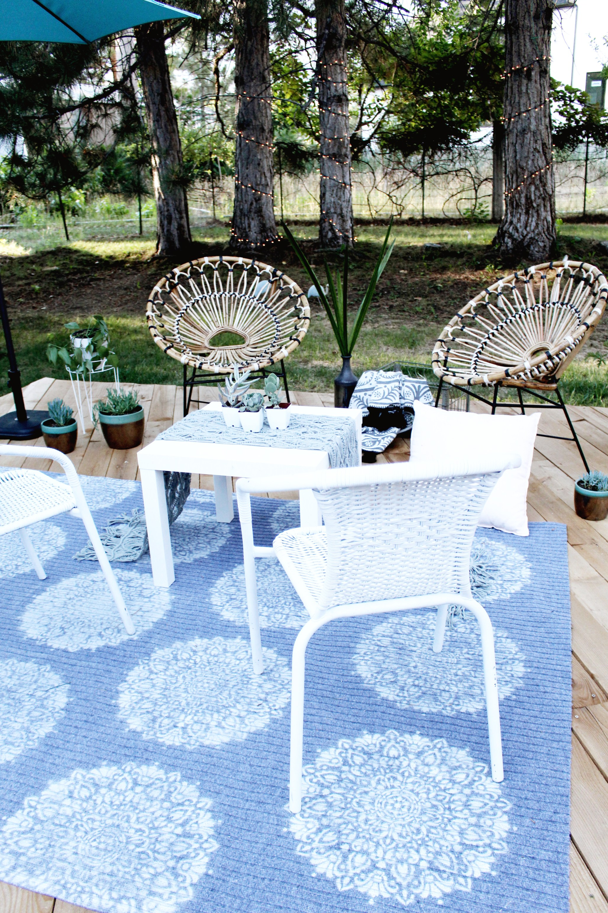 DIY stenciled and spray painted rugs for outdoors