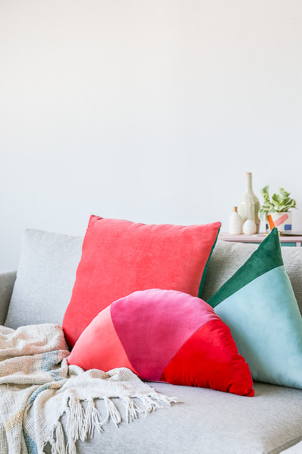 DIY semi circular color block pillow of velvet (via www.papernstitchblog.com)