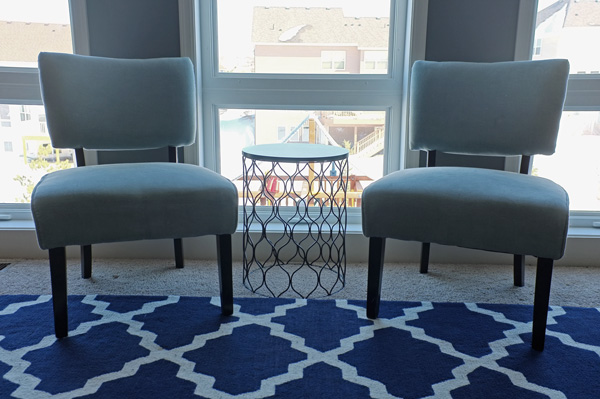 DIY classic chairs reupholstered with velvet (via www.schoolofdecorating.com)