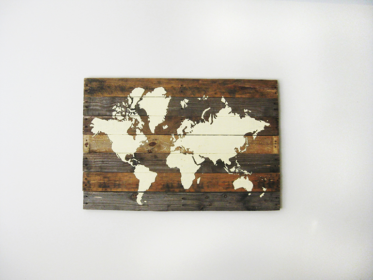 DIY weathered pallet board world map (via themerrythought.com)