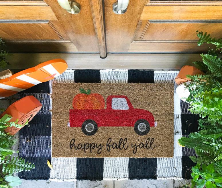 DIY fall doormat with a van full of pumpkins (via kaylamakes.com)