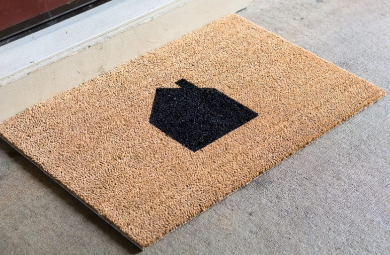 DIY neutral house painted doormat (via www.bybrittanygoldwyn.com)