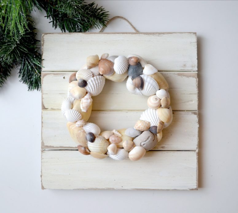 DIY coastal artwork of wood and a sea shell wreath (via amylattacreations.com)