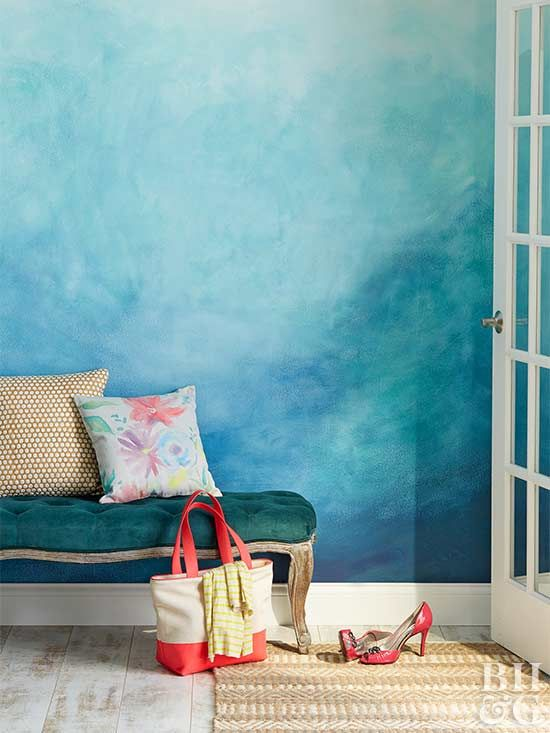 an ombre blue accent wall will make your entryway impressive and refined