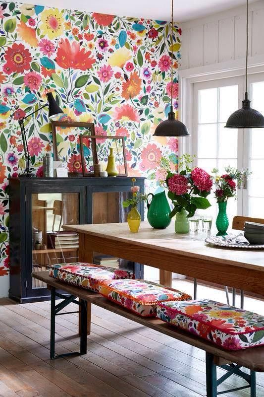 bright floral wallpaper and matching cushions enliven and brigthen up this dining room