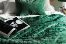 16 velvet emerald bedding is a cool idea to add color to your bedroom and make it cozier