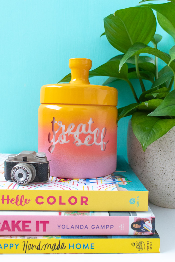 DIY bright gradient treat jar for Halloween and not only (via www.clubcrafted.com)