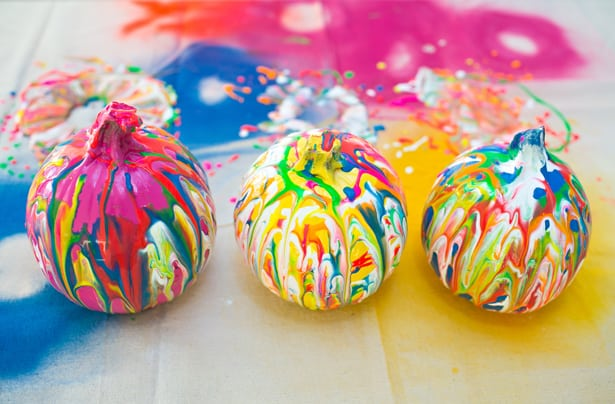DIY squeeze paint art pumpkins t make with kids