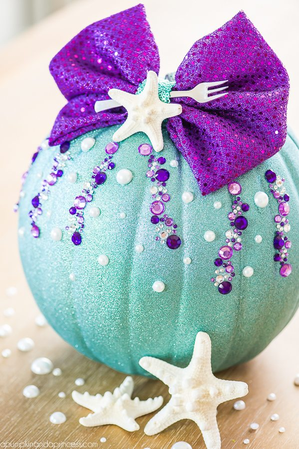 DIY no carve Little Mermaid pumpkin  (via apumpkinandaprincess.com)