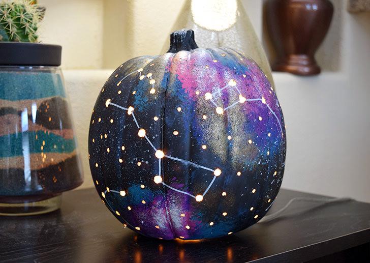 DIY galaxy constellation pumpkin (via www.dreamalittlebigger.com)