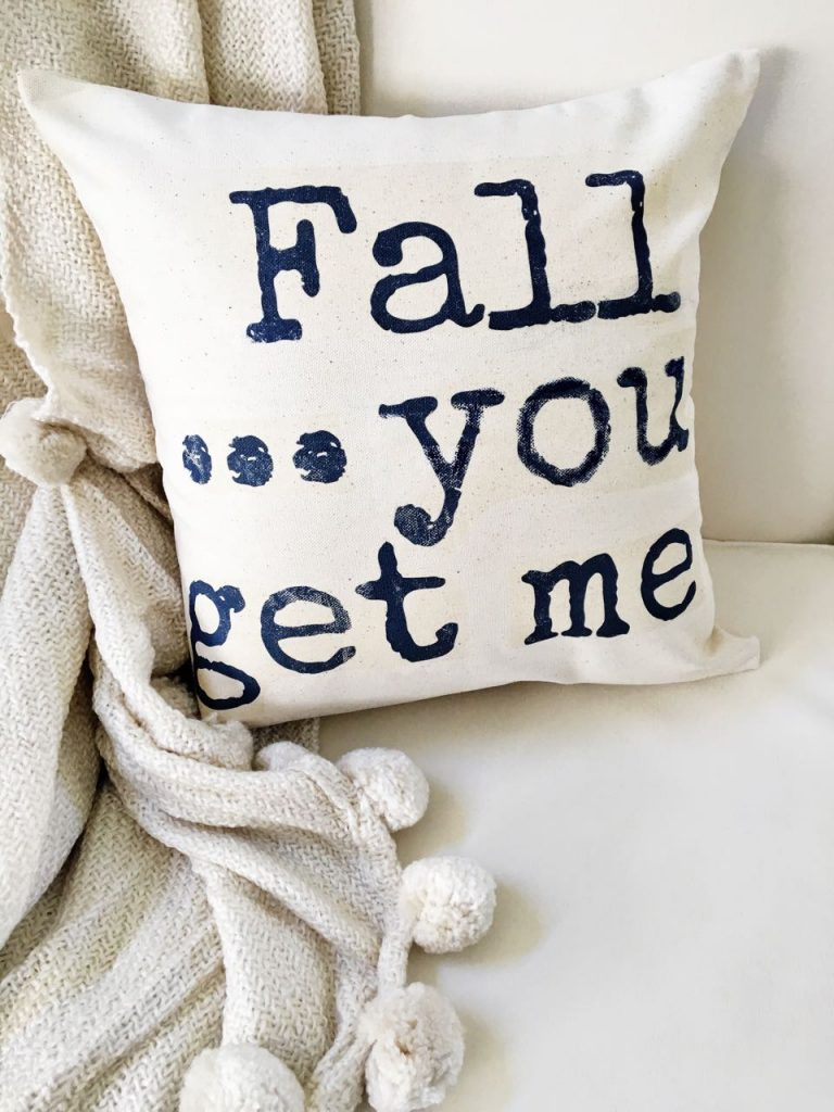 DIY casual fall pillow with words (via 2beesinapod.com)