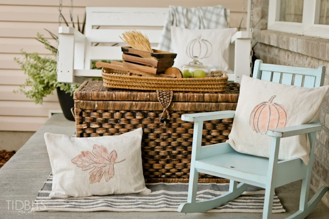DIY neutral and rustic pillows with pumpkins and leaves (via www.tidbits-cami.com)