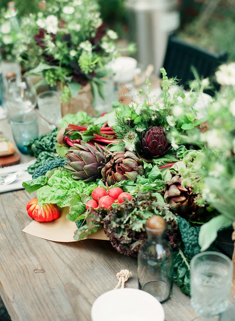 DIY lush veggie and greenery fall centerpiece (via www.popsugar.com)